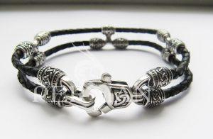 Браслет серебряный с кожей «Тройной узел»
