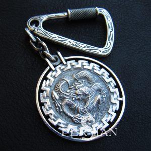 Брелок для ключей из серебра «Дракон»