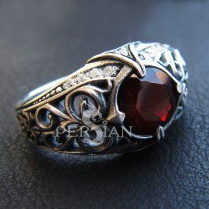Серебряное кольцо «Estinae» с гранатом