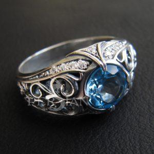 Серебряное кольцо «Estinae» со свисс топазом