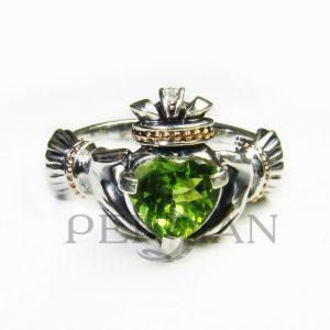 Серебряное кольцо «Кладдах» с хризолитом