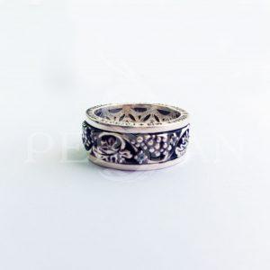 Кольцо серебряное с прокруткой «Лоза» cо скай топазами