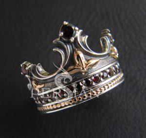 Серебряное кольцо «Корона» с гранатами