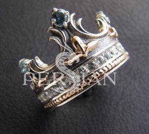Серебряное кольцо «Корона» со скай топазами