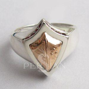 Серебряный мужской перстень «Щит Короля Хлодвига» с гранатами