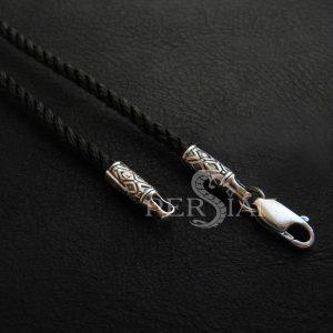 Шёлковый шнурок с серебряной застежкой