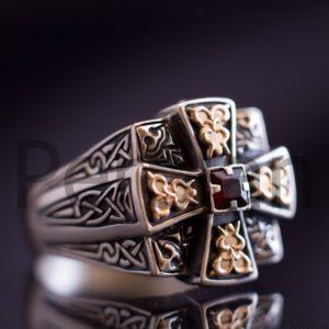 Серебряный мужской перстень «Апостол» с гранатом