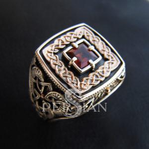 Серебряный перстень «Дар Волхвов» с гранатом