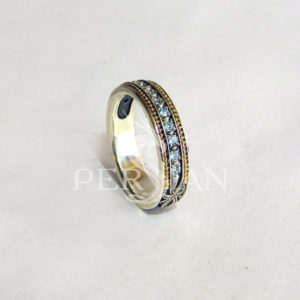 Серебряное кольцо «Дорожка» со свисс топазами