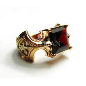 Золотой перстень «Королевская Власть» с гранатом
