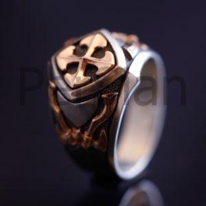 Серебряный мужской перстень «Легенда» с золотой накладкой