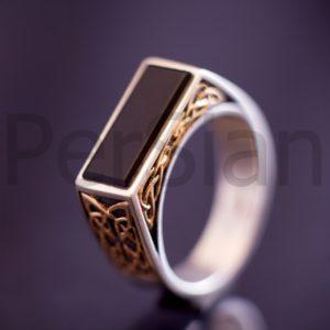 Серебряный перстень «Тайна Оникса» с золотой накладкой