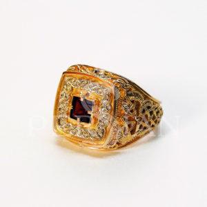 Золотой мужской перстень «Дар Волхвов» с гранатом