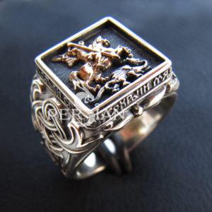 Серебряный мужской перстень «Георгий Победоносец» с золотой накладкой