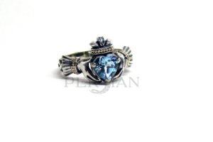 Серебряное кольцо «Кладдах» со свисс топазом