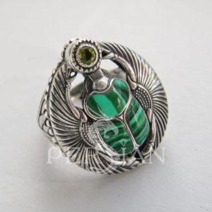 Перстень «Скарабей» с малахитом и хризолитом