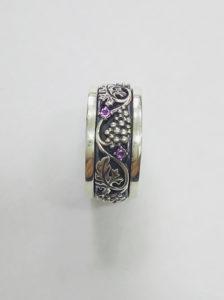 Серебряное кольцо с вращающейся серединкой
