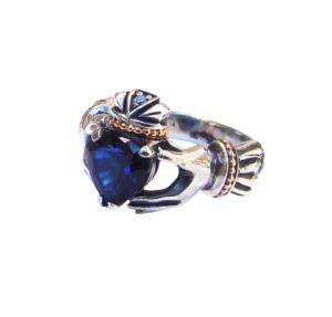 Серебряное кольцо с сапфиром Кладдах